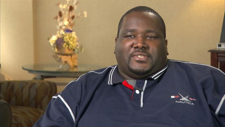michael-oher-tells-a-whole-different-story-about-the-blind-side_17